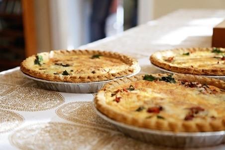 La quiche de verduras es un plato francés que deriva de la original quiche lorraine.
